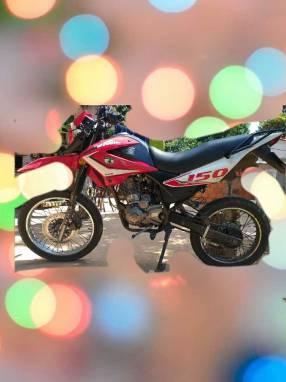 Moto tipo trail 150