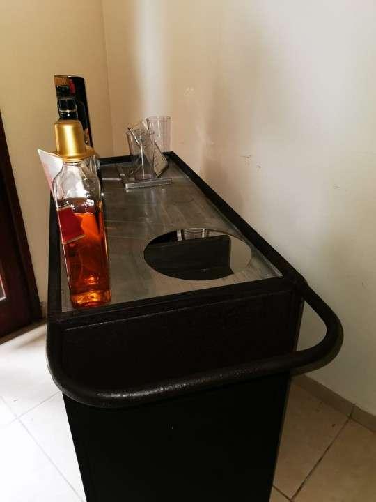 Barra móvil con ruedas capacidad 21 botellas - 7