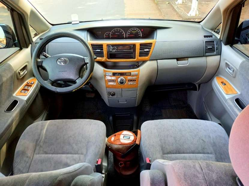 Toyota Noah 2004 - 6
