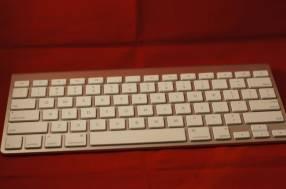 Teclado Apple Bluetooth Magic Keyboard A1314
