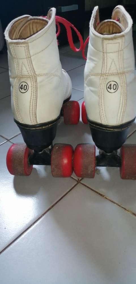 Patines de 4 ruedas calce 40 - 1