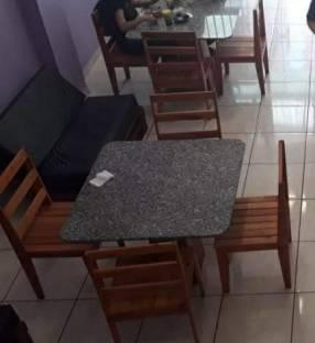 Mesa de mármol,con 4 sillas