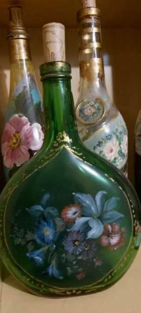 Botellas pintadas para decoración