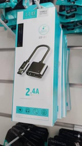 Adaptador para auricular tipo C con entrada para cargar y audio