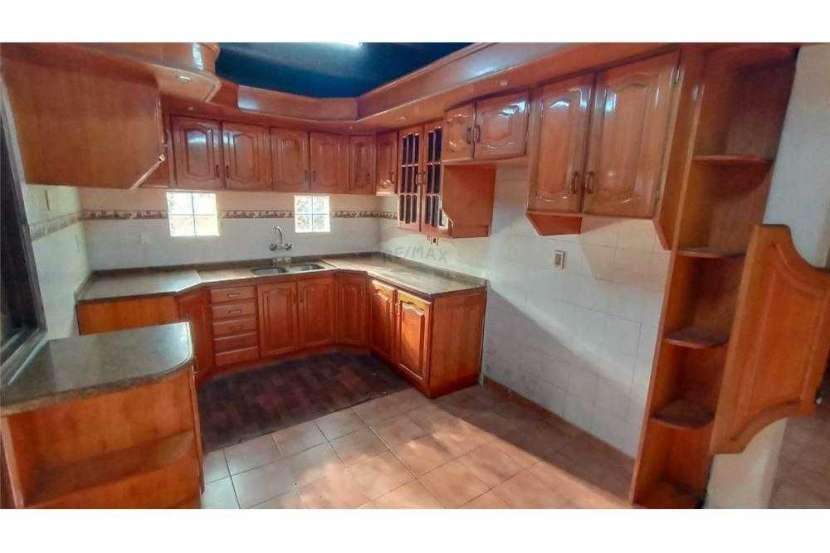 Casa en el centro de San Lorenzo zona Residencial - 2