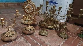 Juegos de relojes y candelabros de bronce