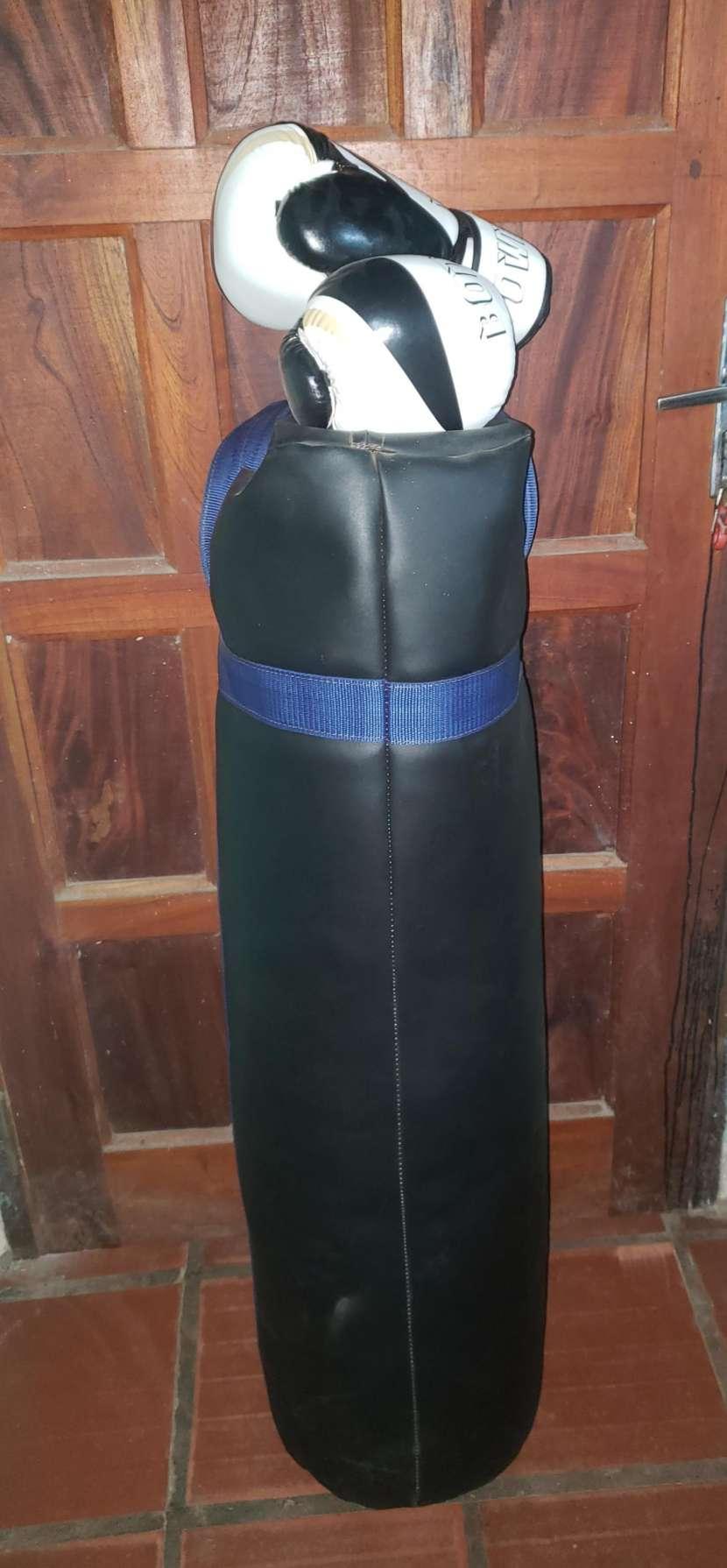 Bolsa de boxeo y guantes - 0