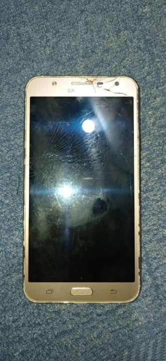 Samsung Galaxy J7 Neo fisurado - 1