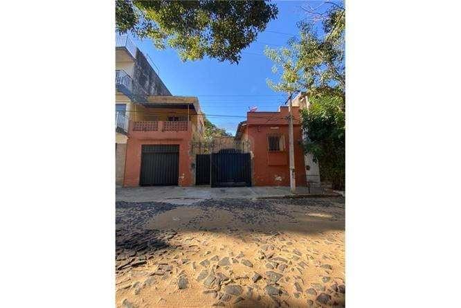 Casa a ser remodelada en Barrio Obrero - 0