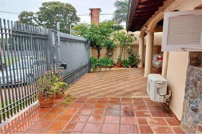 Residencia en Barrio Mburucuyá - 1