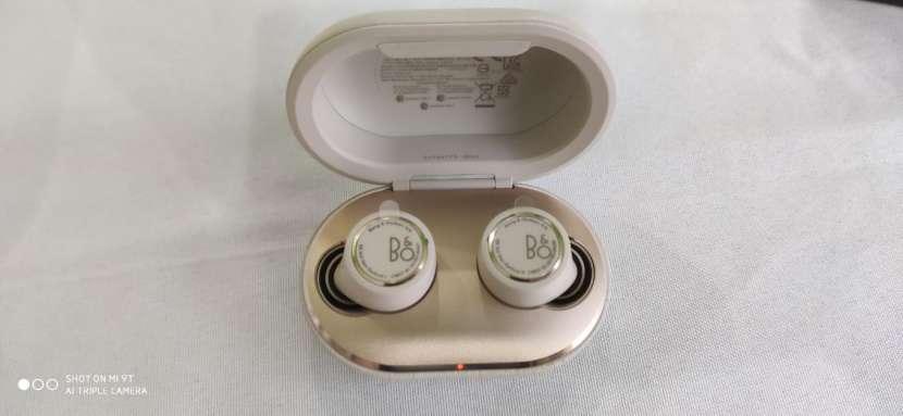 Auriculares Beoplay e8 3ra generación semi nuevos - 0
