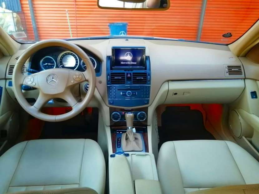 Mercedes Benz C250 Elegance 2010 - 2
