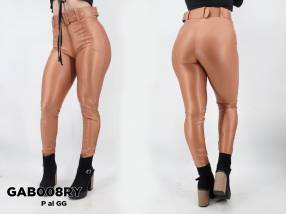 Pantalón de vinil con cinto GAB008RY