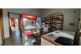 Casa con salón comercial en Villa Elisa