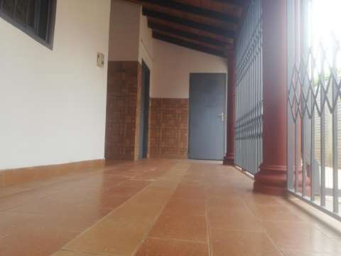Casa en Luque 4to Barrio - 5