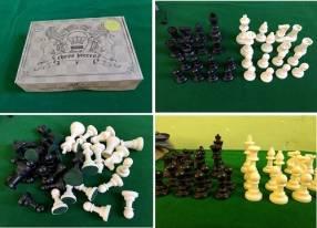 Piezas de ajedrez de plástico de buen tamaño