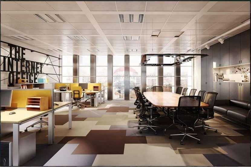 Oficina a estrenar + cochera en imponente edificio - 3