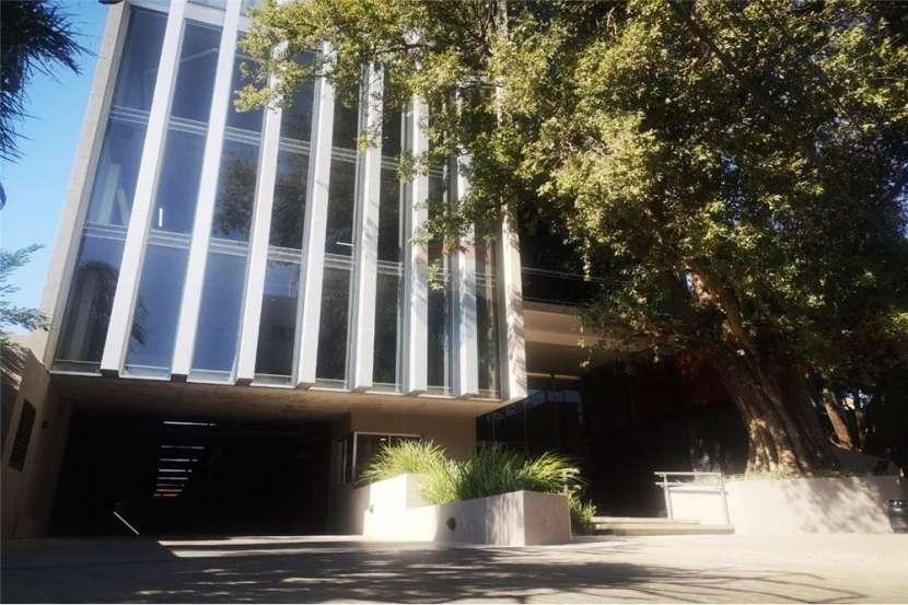 Oficina a estrenar + cochera en imponente edificio - 8