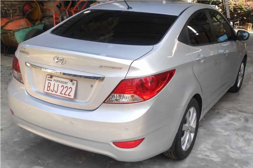 Hyundai Accent - 3