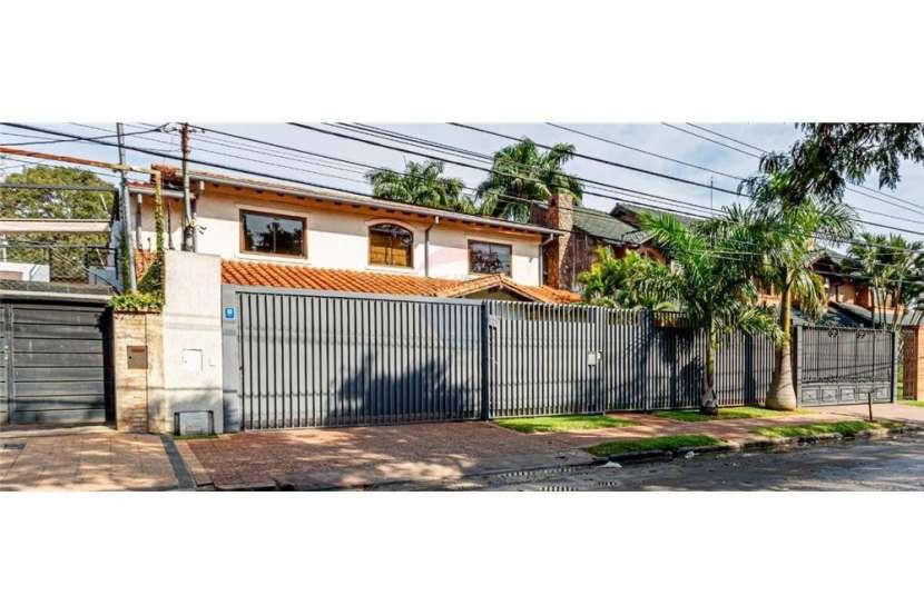 Residencia sobre avenida Molas López - 7