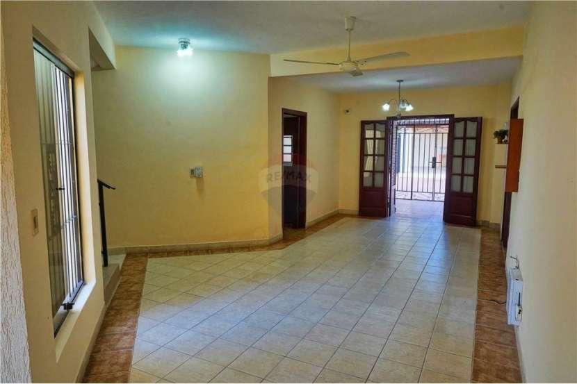 Residencia en Fernando de la Mora - 2