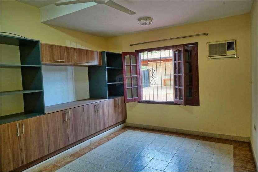 Residencia en Fernando de la Mora - 3
