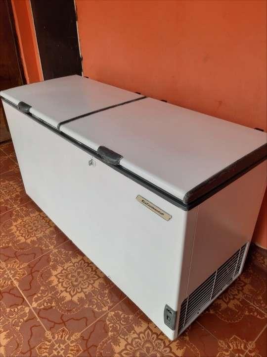 Congelador Continental de 560 litros - 1