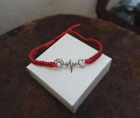Pulsera de hilo rojo y plata