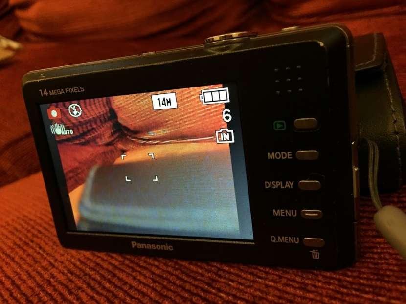Cámara Panasonic Lumix DMC-FP3 táctil con estuche - 3