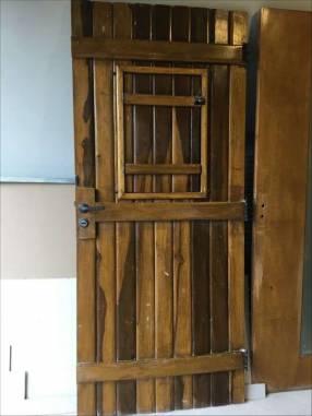 Puerta tablero de lapacho con cerradura herrajes y marco