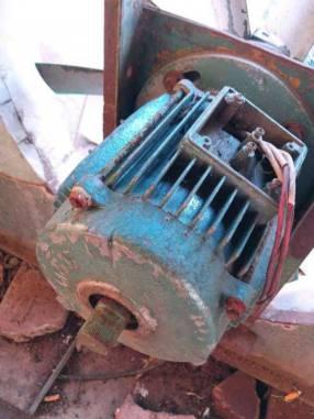 Motor trifásico de alta con ventilador