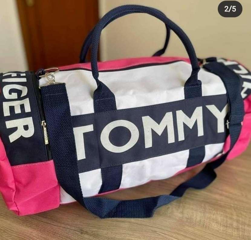 Bolsón Tommy Hilfiger - 0