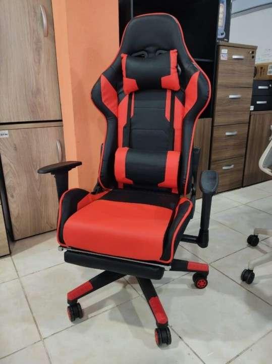 Silla gamer con posa pie rojo 120 Kg (2709) - 1