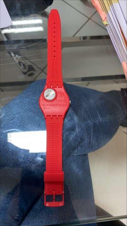 Reloj Swatch Skin Rojo Femenino - 4