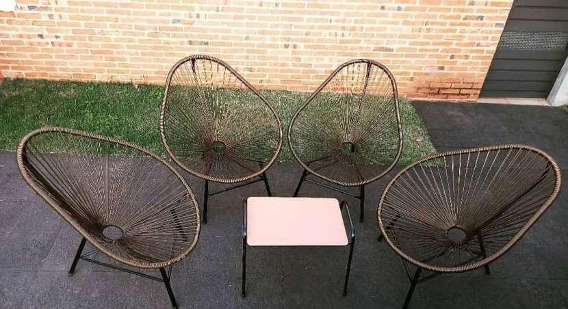 Juego de sillón con mesita - 1