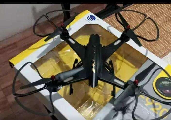 Drone con cámara - 0