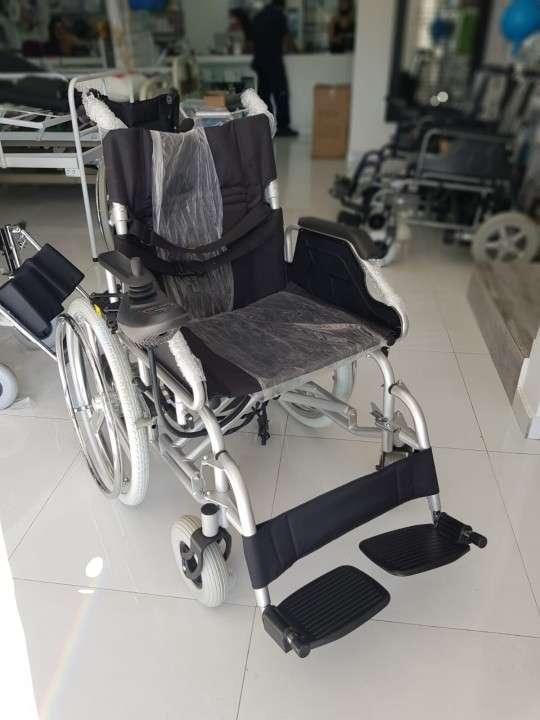 Silla de ruedas motorizada con opción manual - 5