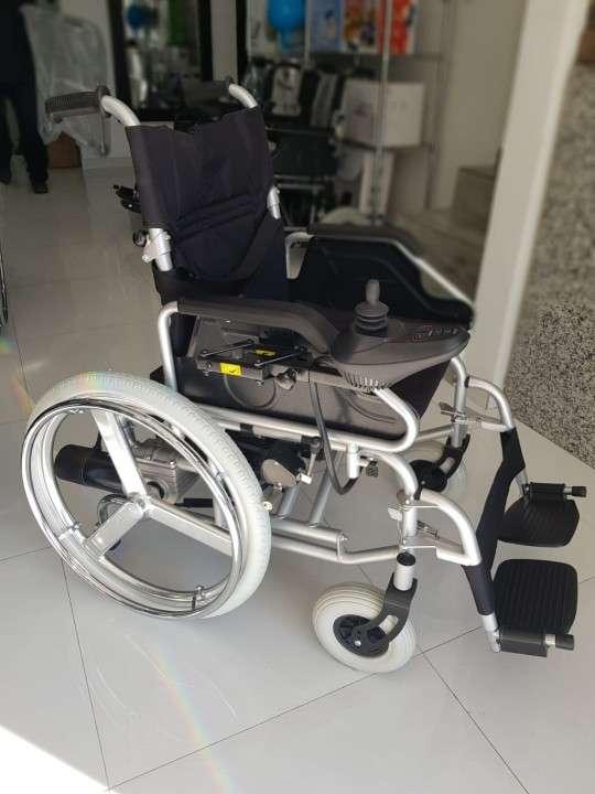 Silla de ruedas motorizada con opción manual - 0