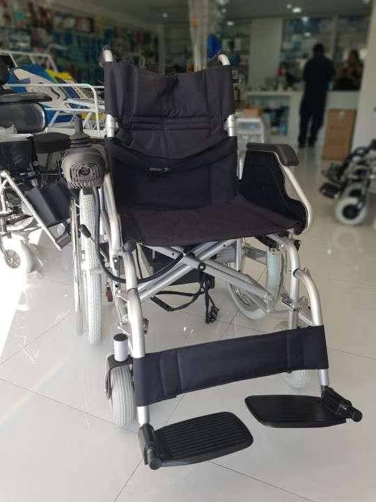 Silla de ruedas motorizada con opción manual - 4