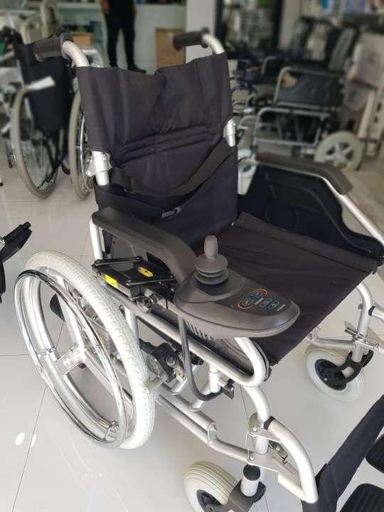 Silla de ruedas motorizada con opción manual - 3