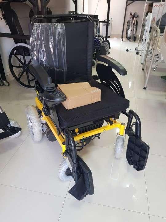 Silla de ruedas con elevación motorizada - 1