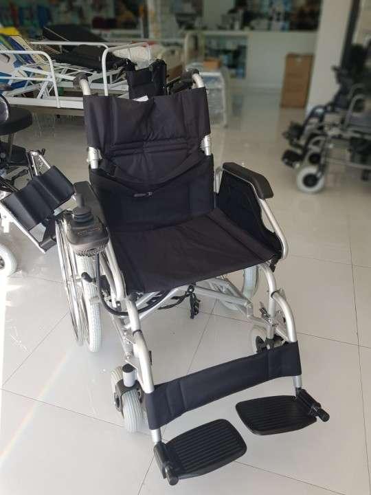 Silla de ruedas motorizada con opción manual - 1