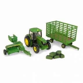 Tractor 6210R con embaladora John Deere