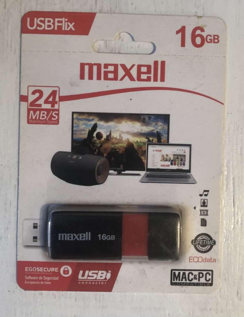 Pendrive Maxell de 16 gb - 0