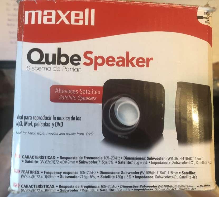 Sistema de parlantes Maxell QubeSpeaker - 1