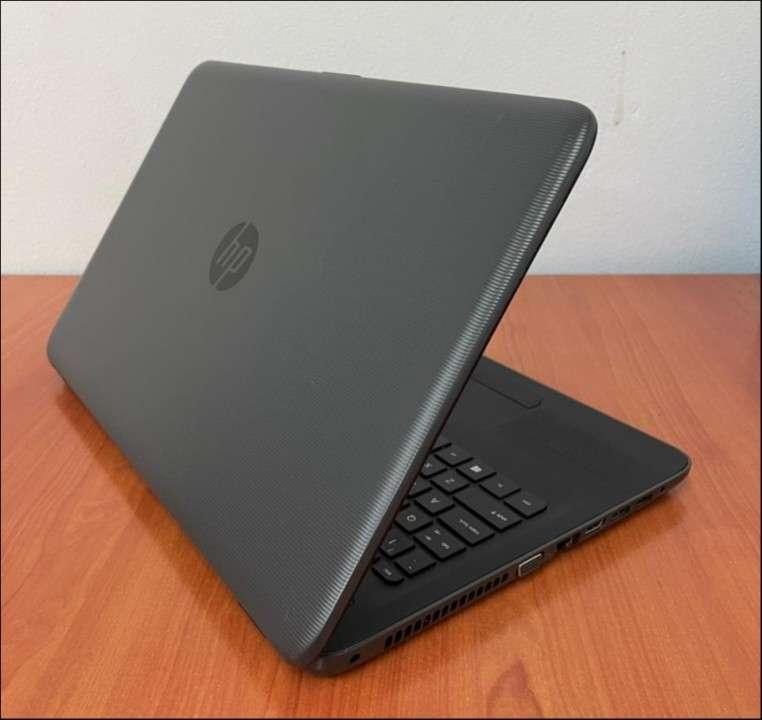 HP 250 G5 Intel i5 6200u 8 gb RAM SSD - 4