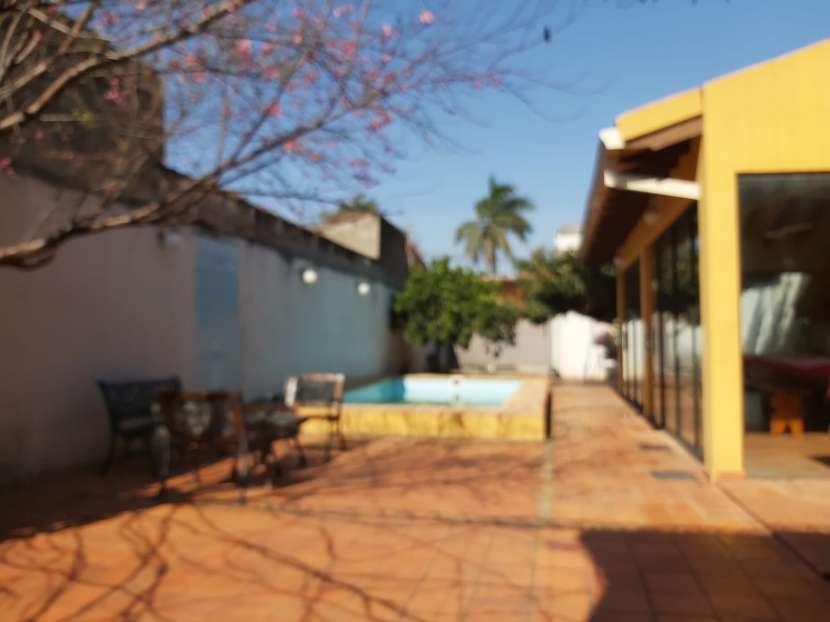 Casa con piscina en Fernando de la Mora zona Sur - 1