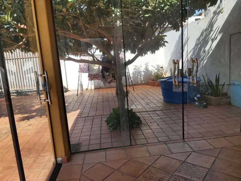 Casa con piscina en Fernando de la Mora zona Sur - 4