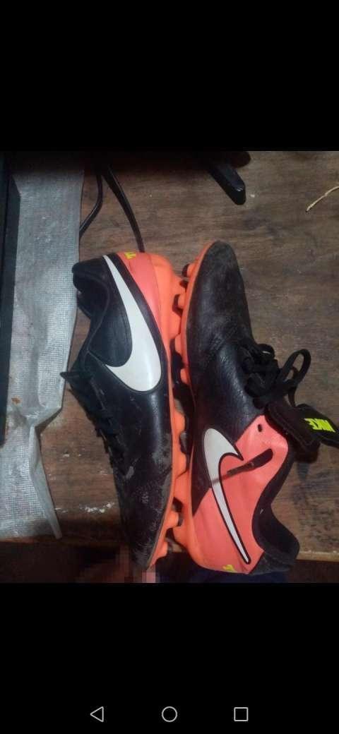 Botín Nike Tiempo calce 39 - 0