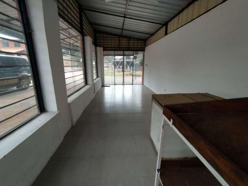 Casa con salón comercial en Villa Elisa - 3